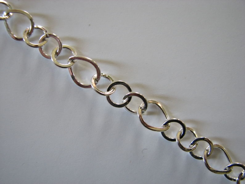 9933 One Pear Shape & 3 Round Link Chain 24R